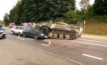 В Гродно БМП врезалась в легковой автомобиль