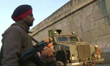 Ginkluoti užpuolikai šturmavo Indijos aviacijos bazę