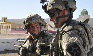 Robertas Balesas (kairėje) per pratybas JAV, 2011 metas