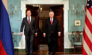 S. Lavrovas ir R. Tillersonas prieš susitikimą su JAV prezidentu D. Trumpu