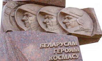 В Минске открыли памятник белорусским космонавтам