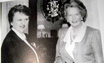 Kazimira Prunskienė ir Margaret Thatcher 1990 m, iliustracija iš knygos Pirmoji diplomatinė pergalė