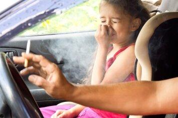 Rūkote ir turite vaikų? – Tuomet turėtumėte suklusti