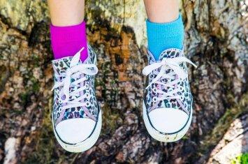 Padėvėti batai vaikui: kenkia pėdutei ar drąsiai galima avėti?