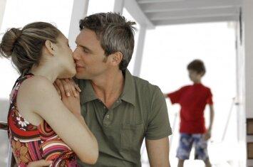 Mamos atvirauja: ką daryti, vaikas užtiko mus mylintis?