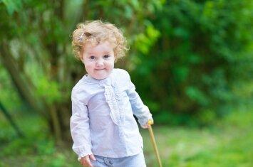 Psichologas: kaip iš tiesų jaučiasi vaikas, išvežtas vasarai <em>atostogų pas močiutę</em>