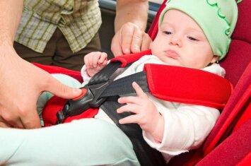 Specialistai pataria, kaip saugiai vežti vaikus