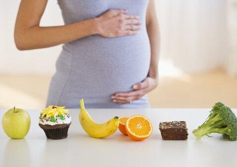 Auksinės mitybos taisyklės nėštumo metu – ką būtina valgyti, o ko geriau neliesti