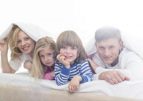 Atvirai: vaikas užklupo besimylinčius tėvus