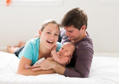 """Gimdyme dalyvavęs vyras nustoja domėtis žmona? <sub><span style=""""color: #c00000;"""">Atsako tėčiai</span></sub>"""