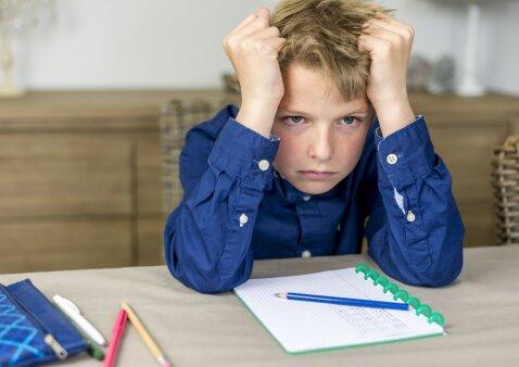 Ar padėti vaikui ruošti namų darbus: patarimai mokinių tėvams