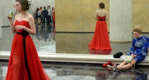 Nesuklysk rinkdamasi išleistuvių suknelę: siųsk nuotrauką ir išgirsk dizainerio komentarą!