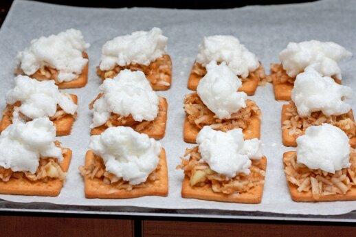 """<span style=""""color: #ff0000;"""">Šiek tiek fantazijos:</span> kaip paprasti sausainiai virto įspūdingu patiekalu"""
