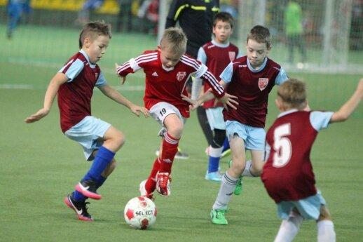 Jaunieji futbolininkai atrodo lyg tikri profesionalai