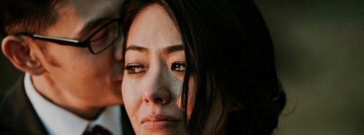 Pasaulį sujaudinusi nuotrauka: akimirka, kurią slepia šios nuotakos ašaros