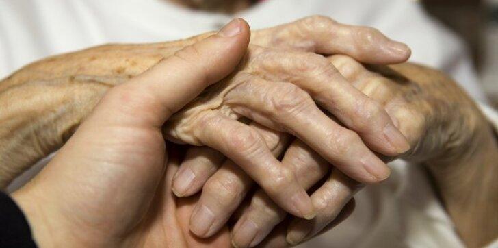 Kraujo vėžiu serganti Bronė: ilgi pasivaikščiojimai, mankšta ir šaltas dušas – kasdien