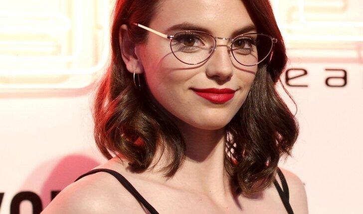 Ei, visos, nešiojančios akinukus! Kodėl jūs pranašesnės, sužinosite perskaičiusios...