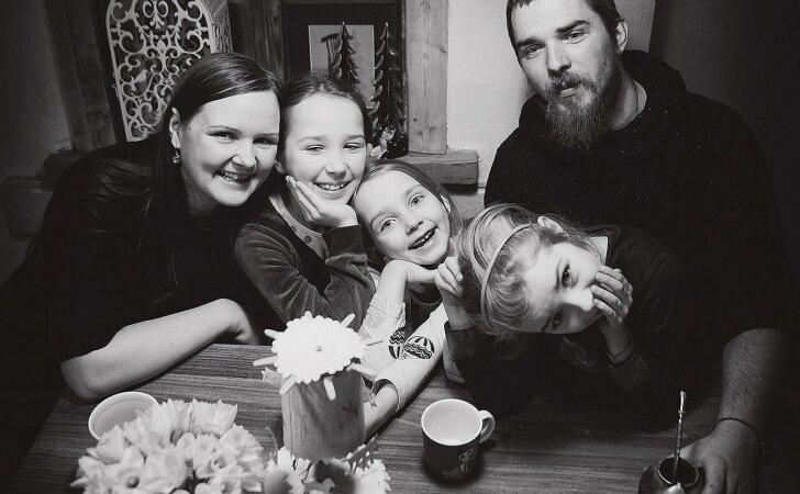 Iš Vilniaus į kaimą išsikėlusi šeima susikūrė namus, kuriuose juokas netyla visus metus
