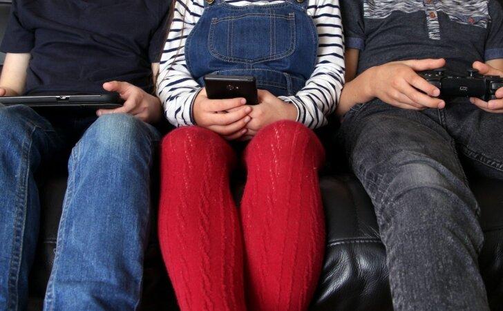 Eksperimentas: kas nutinka, kai tėvai vaikams neduoda telefono ir kompiuterio