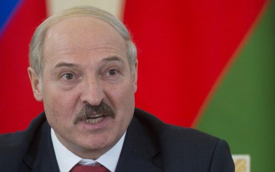 """Лукашенко настораживает, что """"никто не напрягается, не потеет и не спорит вокруг прогнозных показателей"""""""