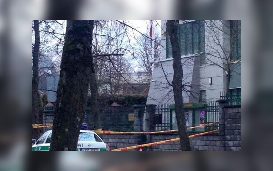 В Вильнюсе мужчина ворвался на территорию посольства Японии