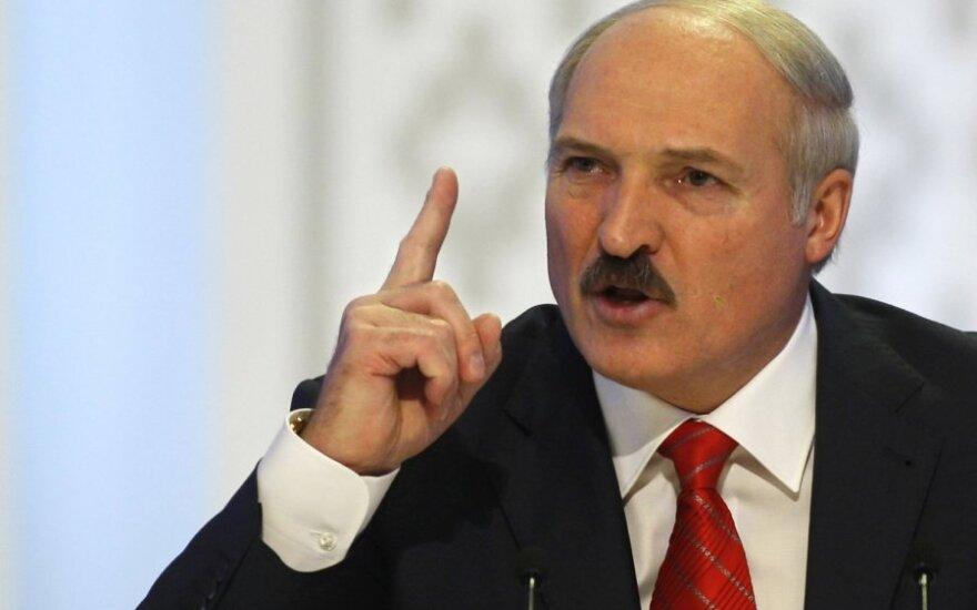 Блог: у нас Лукашенко назначает олигархов, в Украине олигархи - президента