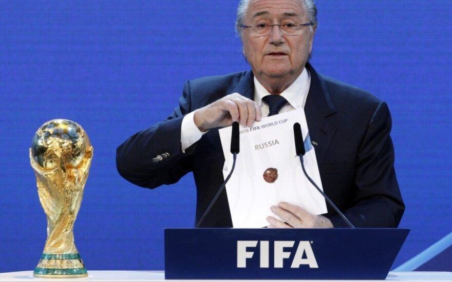 Seppas Blatteris traukia voką su užrašu Rusija