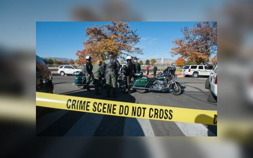 В США белый полицейский арестован за убийство темнокожего