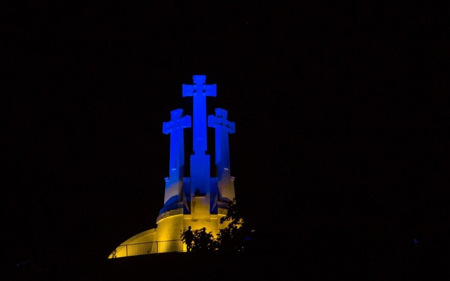 Three Crosses Hill lit in Ukrainian national colours
