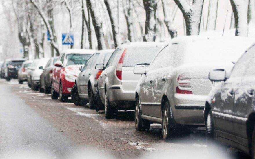 Дорожные службы предупреждают: во всей Литве условия на дорогах сложные