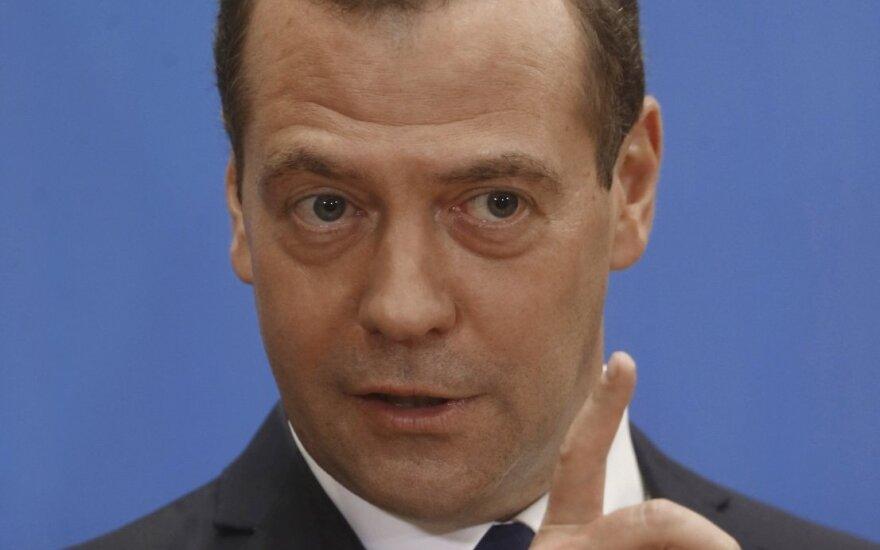 Медведев предложил подумать об экспортных возможностях российских автомобилей