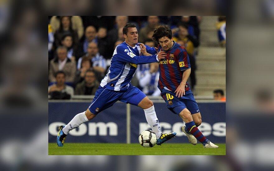 "Javieras Chica (""Espanyol"") stabdo Lionelį Messi (""Barcelona"")"