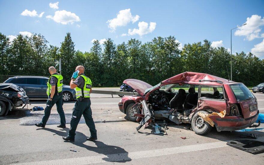 На окраине Вильнюса столкнулись автомобили, погиб один человек