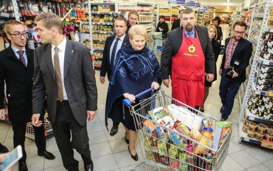 """Dalia Grybauskaitė dalyvauja """"Maisto banko"""" akcijoje"""