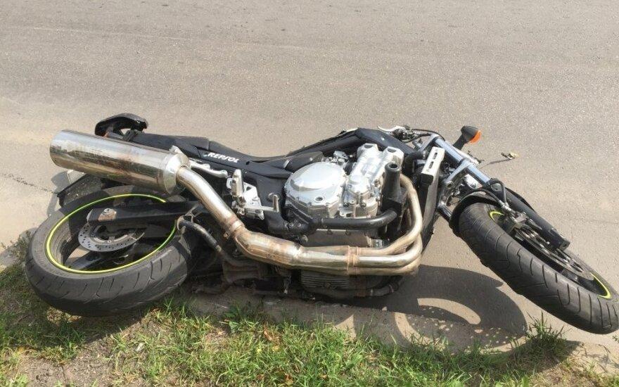 В Вильнюсе водитель BMW не заметил мотоцикл, есть пострадавшие