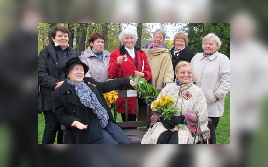 """Литовская пенсионерка записалась в два университета и """"отрывается"""" в путешествиях"""