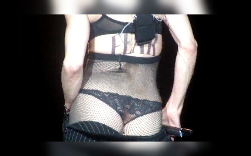 """Мадонна продолжает """"голый тур"""" и показывает голый зад"""