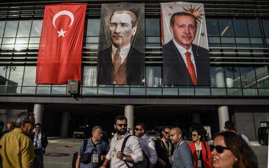 В Турции уволены более 18 тысяч госслужащих