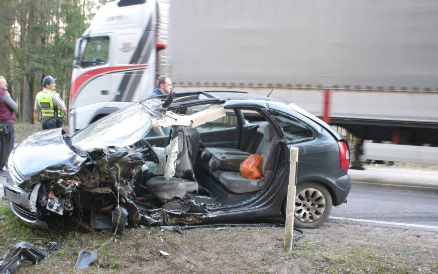 При столкновении грузовика и легкового автомобиля погиб мужчина