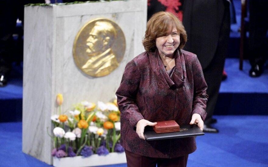 Лауреат Нобелевской премии Алексиевич вернулась в Минск