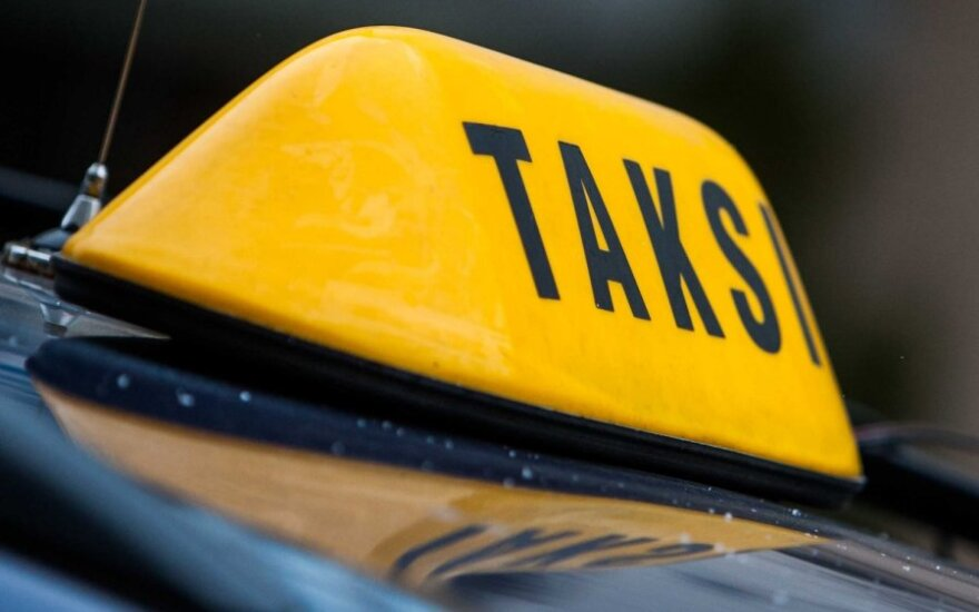 В Вильнюсе двое мужчин пытались угнать такси