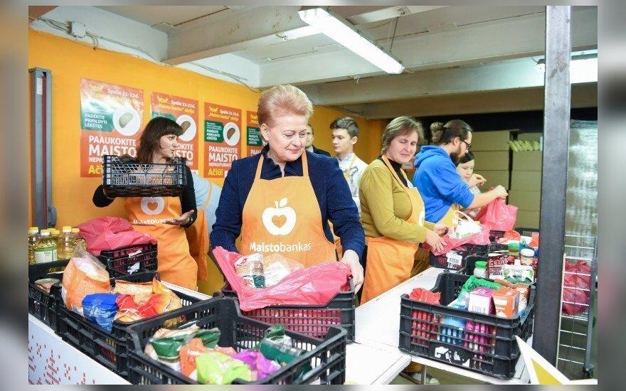 """Dalia Grybauskaitė """"Maisto banko"""" akcijoje"""
