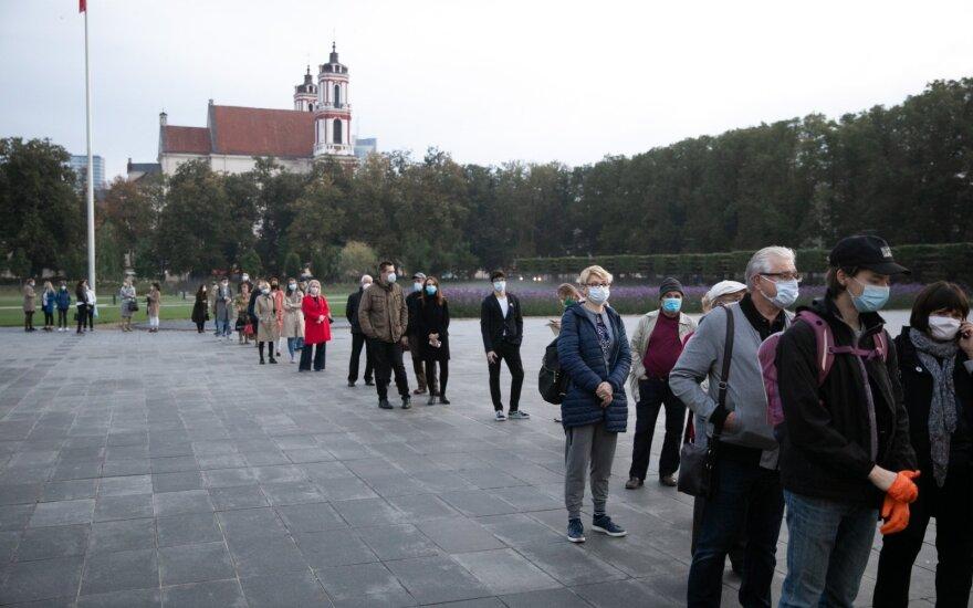 В Литве началось досрочное голосование на парламентских выборах: люди с утра стоят в очередях