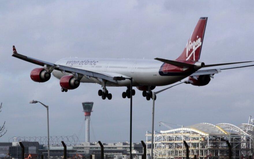 """""""Virgin Atlantic"""" lėktuvas viename iš Londono oro uostų"""