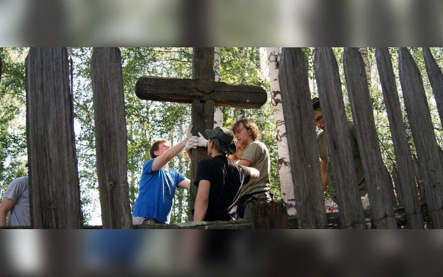 Misija Sibiras'12 dalyviai tvarko lietuvių tremtinių kapines Chakasijos respublikoje