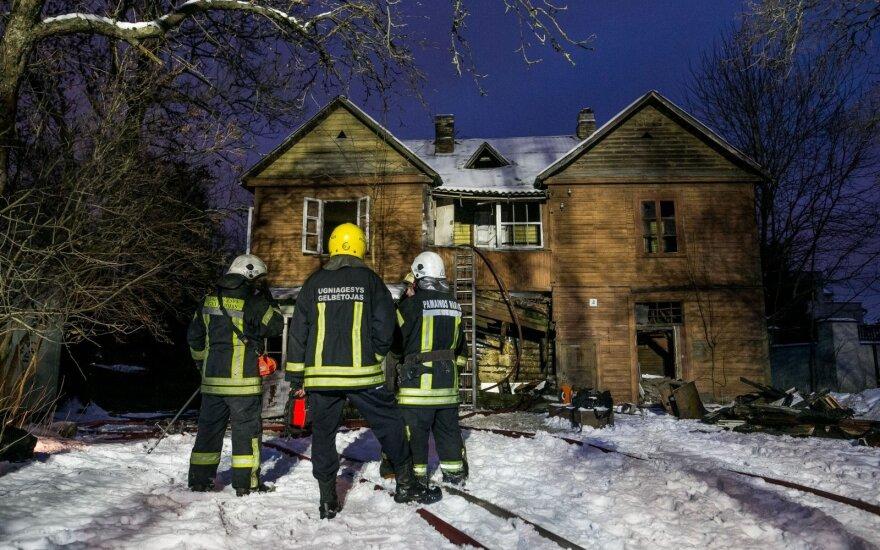 На Жверинасе горели два деревянных дома