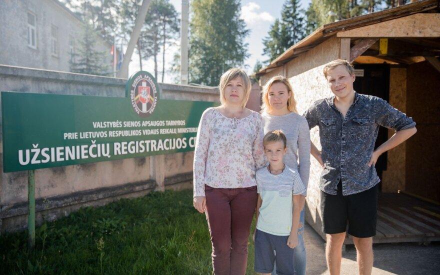 Марина Бутюкова с семьёй и Алексей Шитик