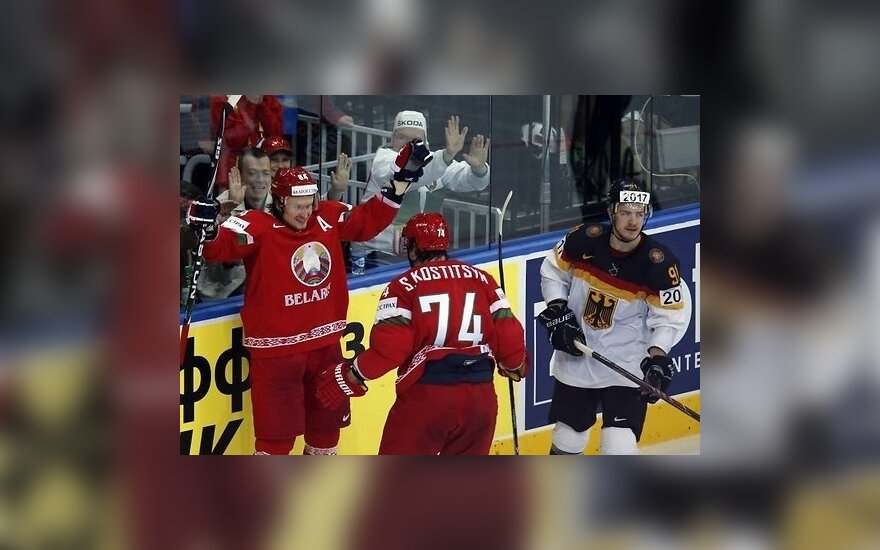 Лучший белорусский хоккеист подписал контакт с футбольным клубом