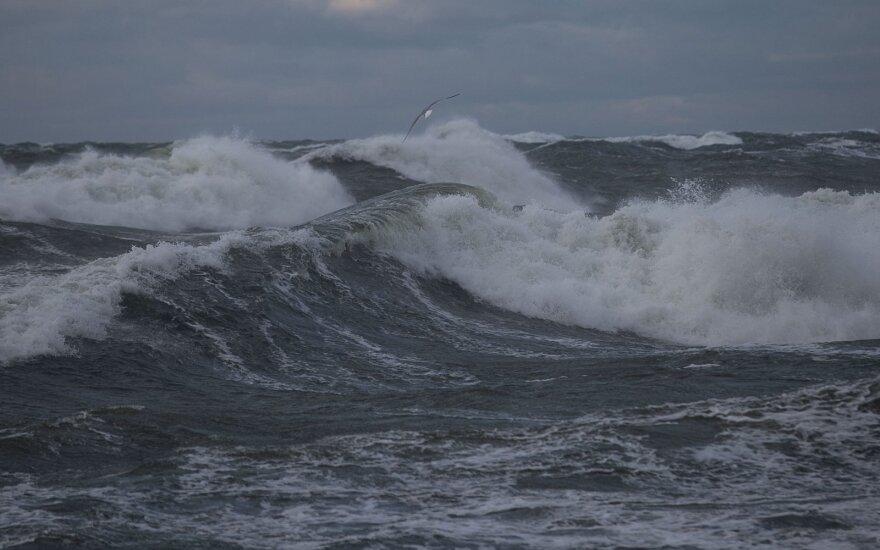 Из-за ветра судоходство в Клайпедском порту все еще ограничено