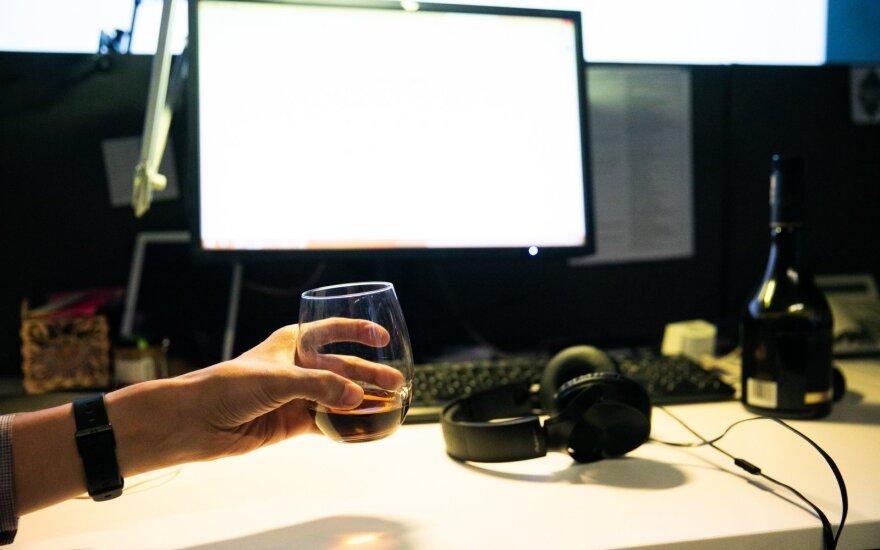 alkoholis, darbas